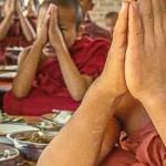 Saying Grace & Offering Food to Lama Tsongkhapa